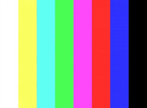 Aucun signal et test de barre de couleur sur le fond d'écran de la télévision.