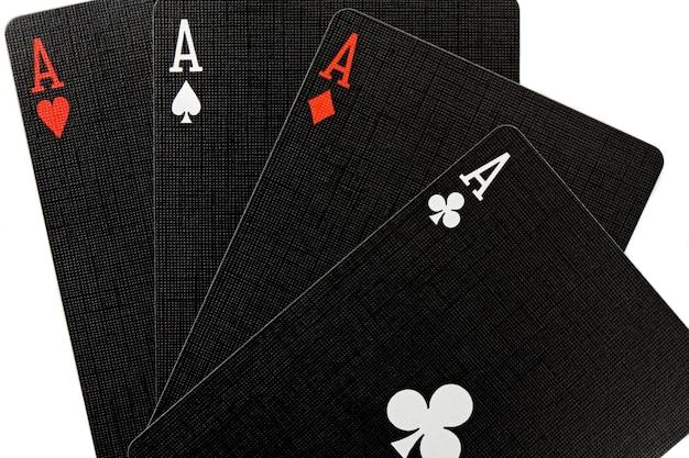 Aujourd'hui j'ai de bonnes mains. poker des as