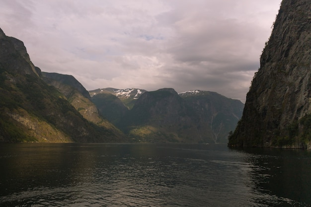 Aurlandsfjorden et nærøyfjord, deux des bras les plus remarquables du sognefjorden (fjord des rêves) en norvège.