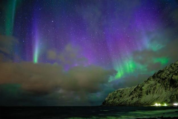 Aurores boréales aurores boréales. îles lofoten, norvège