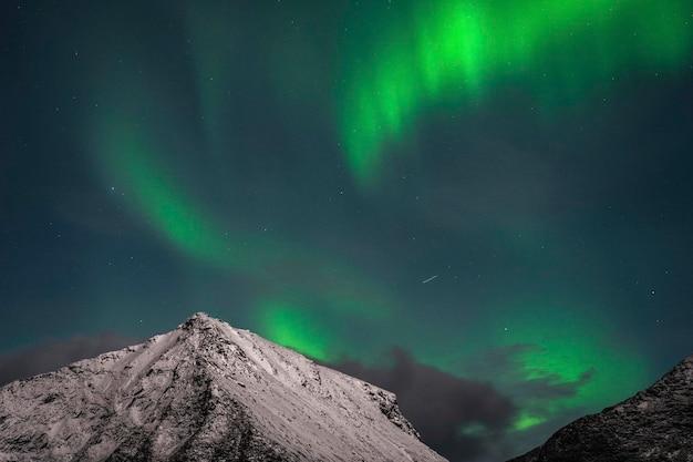 Les aurores boréales sur l'île de lofoten en norvège