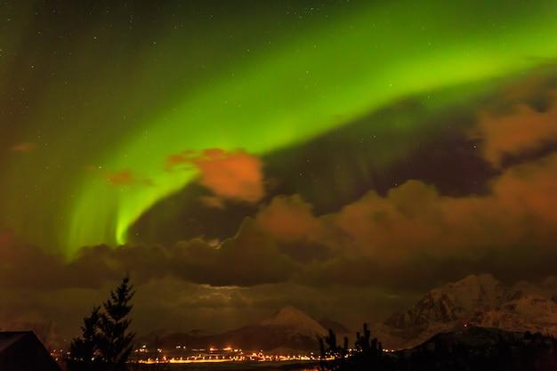 Aurores boréales en norvège iles lofoten