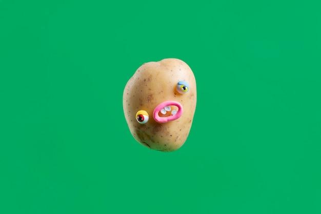 Autocollant drôle de pomme de terre avec visage