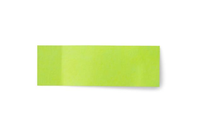 Autocollant papier vert post note isolé sur fond blanc