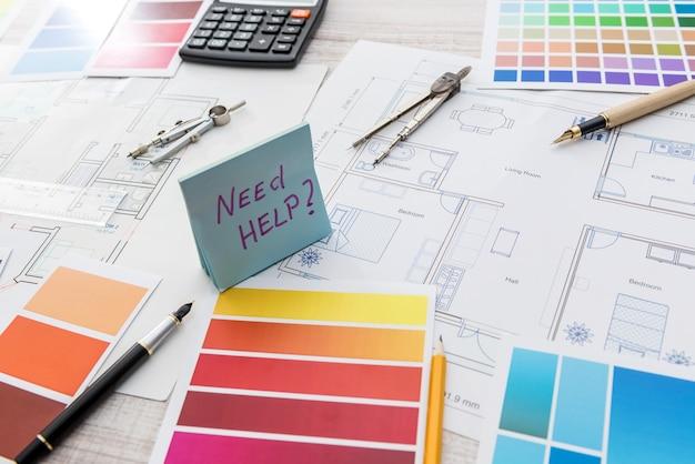 Autocollant avec plan d'appartements et catalogue de couleurs pour la rénovation de la maison