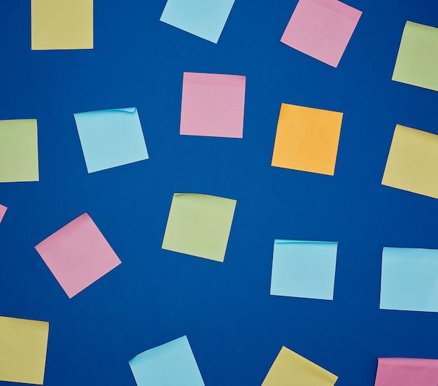 Autocollants en papier blanc multicolore de différentes couleurs