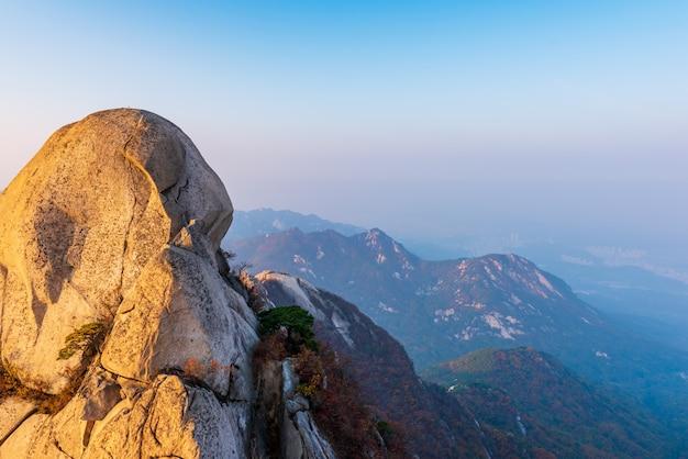 Automne de la montagne bukhansan à séoul