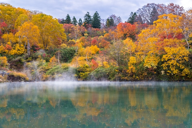 Automne onsen lac aomori japon