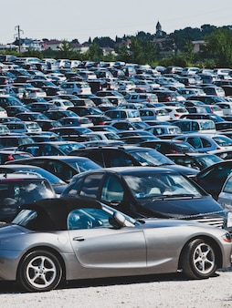 Automobiles en stationnement