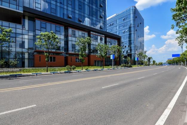Autoroutes et bâtiments urbains modernes à chongqing, chine