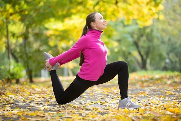 Autumn fitness outdoors: hip flexor lunge