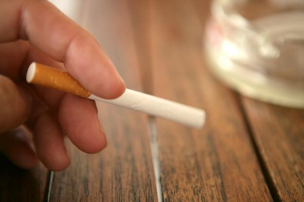 Avant d'allumer la cigarette