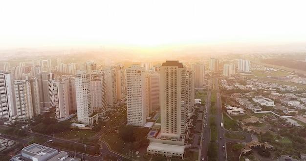 Avenida professor joã£o fiúza, l'avenue la plus célèbre de ribeirã£o preto, sã£o paulo / brésil