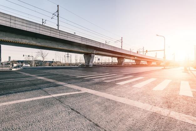 Avenue avec pont