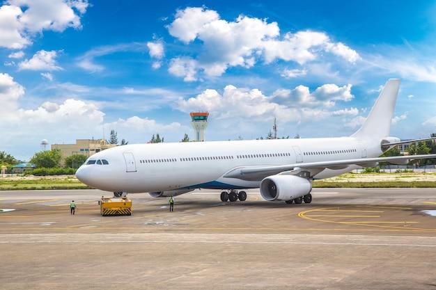 Avion à l'aéroport international de hong kong