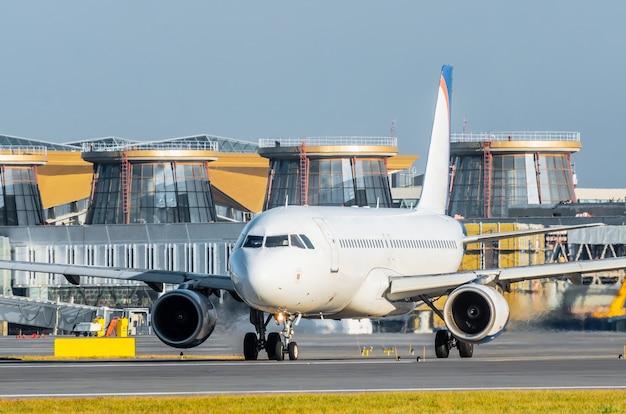 Avion avant le départ à l'aéroport