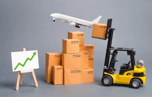 Avion cargo, chariot élévateur avec boîtes en carton et flèche verte vers le haut