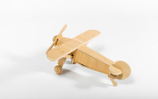 Avion jouet isolé