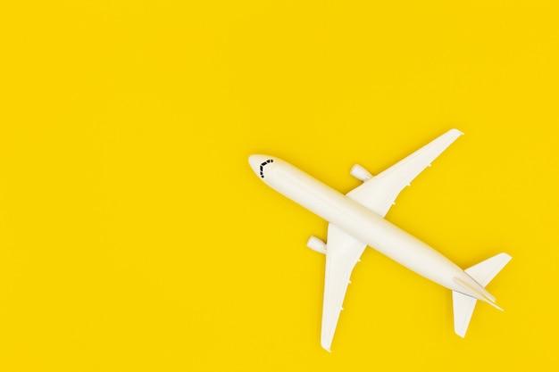 Avion modèle, avion sur fond de couleur pastel