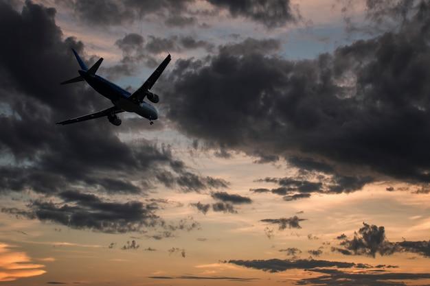 Avion sur les nuages,