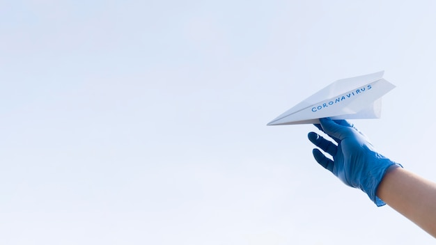 Avion en papier copie espace