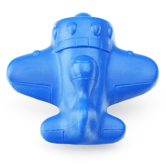 Avion en plastique bleu sur fond blanc, gros plan. jouets pour enfants, légers, en plastique isolés sur fond blanc.