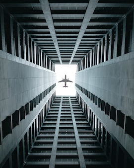 Avion survolant les bâtiments.