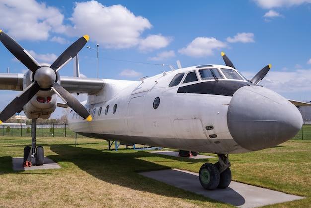 Avion à turbopropulseurs de passagers an24b