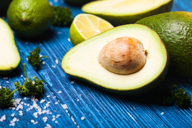 Avocat et citron vert