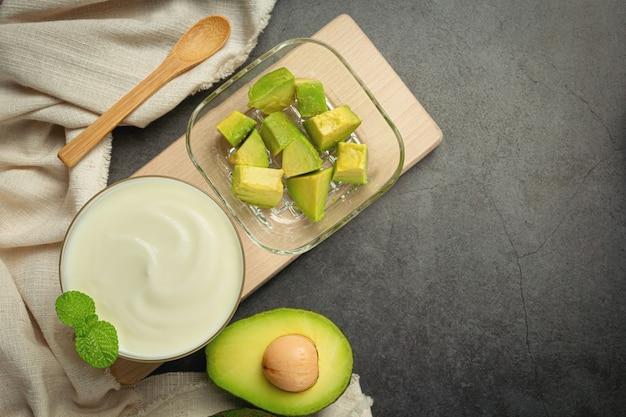 Avocat yogourt à l'avocat produits à base d'avocat concept de nutrition alimentaire.
