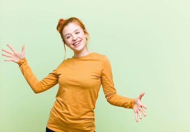 Avoir l'air heureux, arrogant, fier et satisfait de lui-même, se sentir comme un numéro un