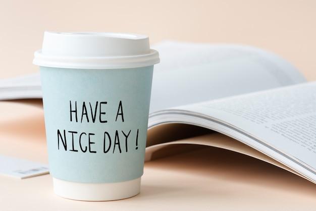 Avoir une belle phrase écrite sur un gobelet en papier