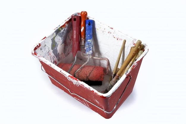 Bac à peinture avec pinceau