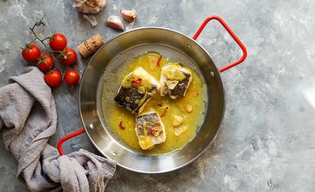 Bacalao al pil pil, morue salée à la sauce émulsionnée à l'huile d'olive