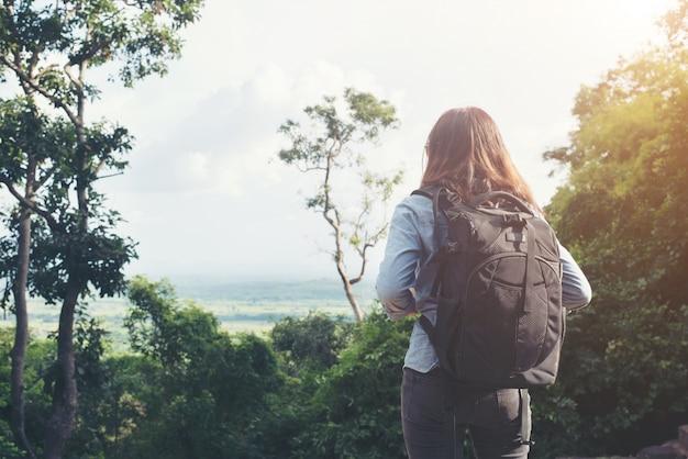 Backpacker jeune paysage asiatique haute