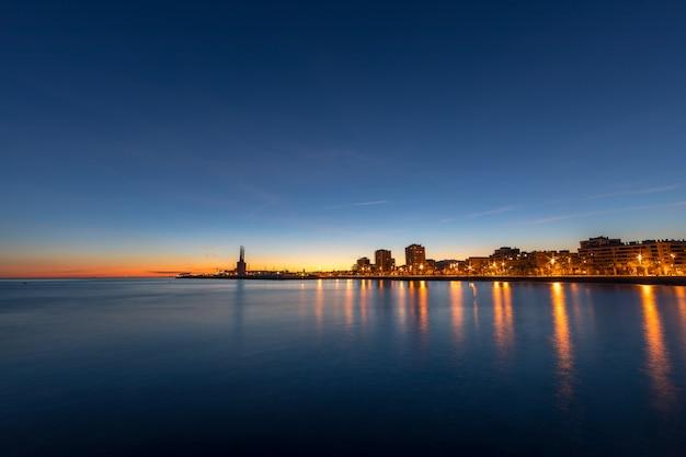 Badalona skyline au crépuscule