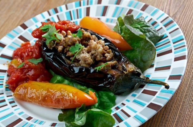 Badimcan dolmasi - aubergines farcies. cuisine azerbaïdjanaise