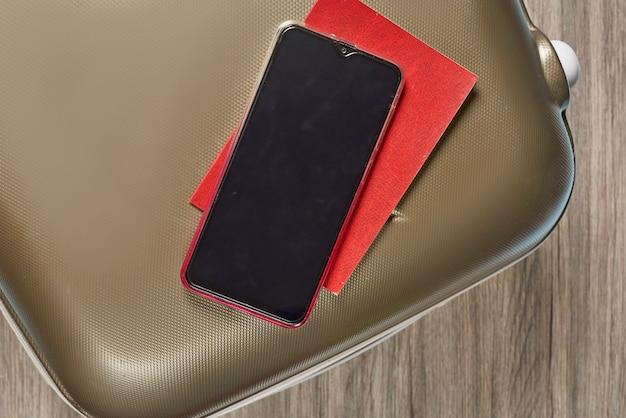 Bagage de voyage passeport covid et voyage par téléphone portable avec immunité numérique covid id voyage en toute sécurité