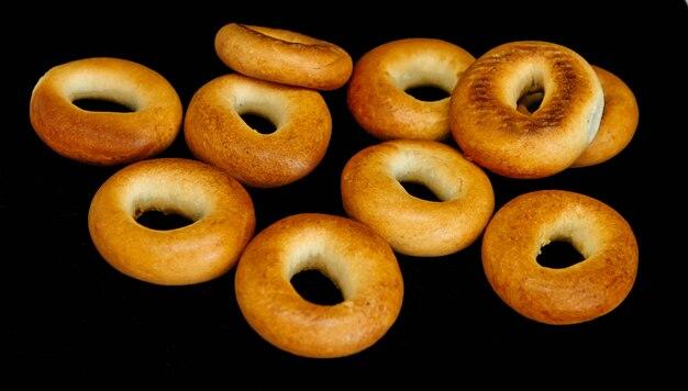 Bagels d'or sur noir