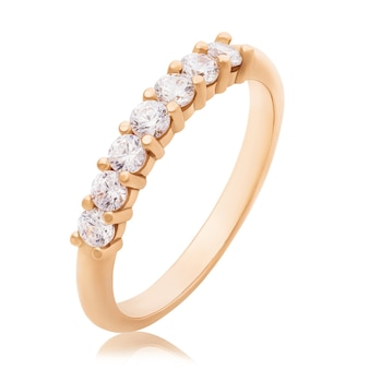 Bague de fiançailles avec diamants isolé sur fond blanc