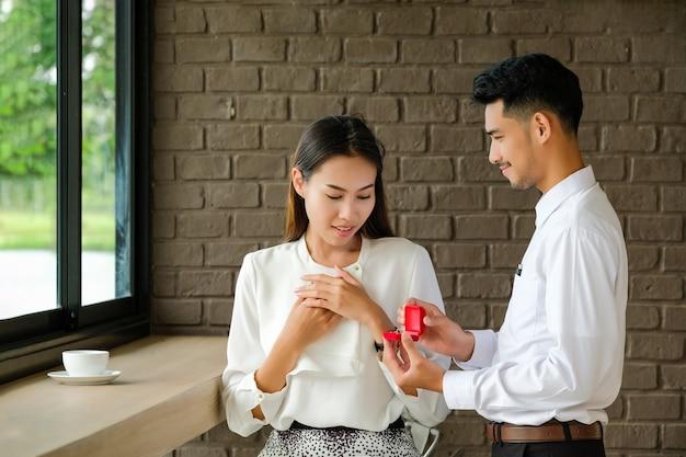 Bague de mariage homme saint valentin en fille.