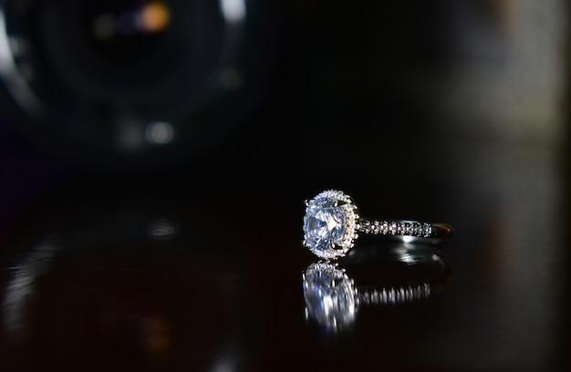 Bague en or blanc avec de beaux diamants