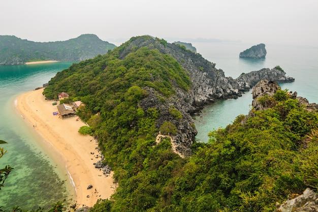 Baie d'halong (bahia de halong) au vietnam