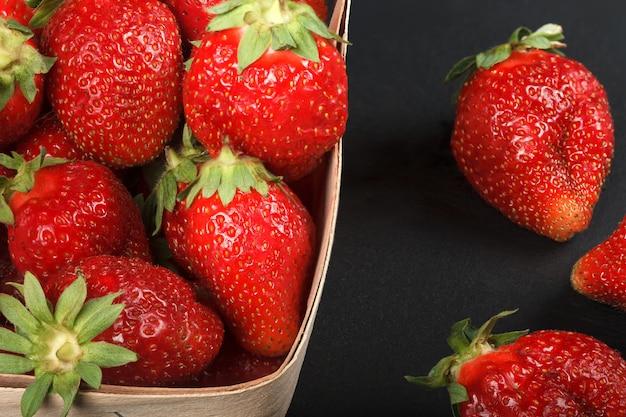 Baies de fraises mûres juteuses