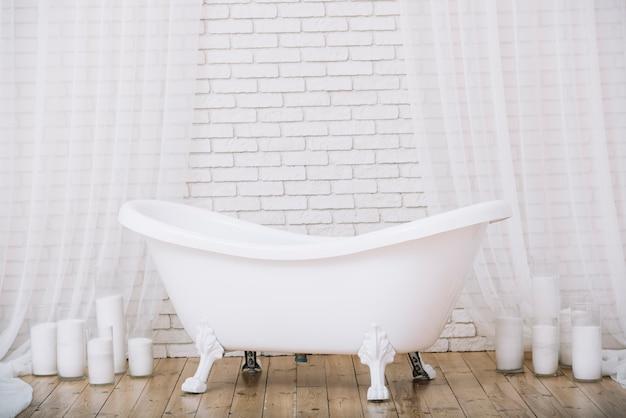 Baignoire pour un bain relaxant dans un spa