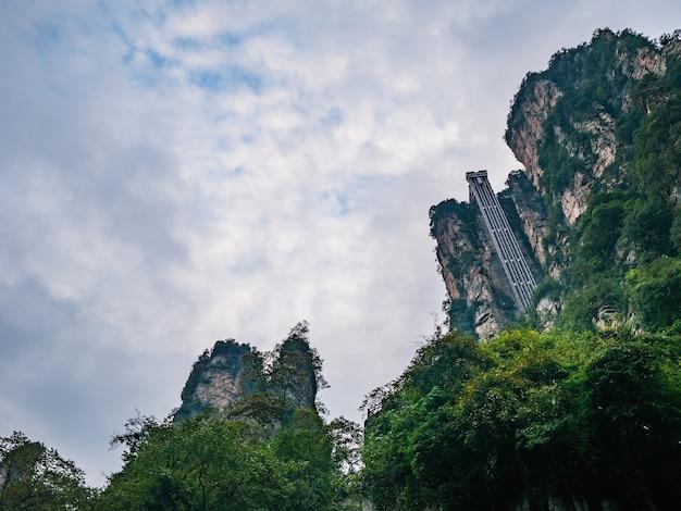 Bailong ascenseur du parc forestier national de zhangjiajie dans le district de wulingyuan dans la ville de zhangjiajie en chine