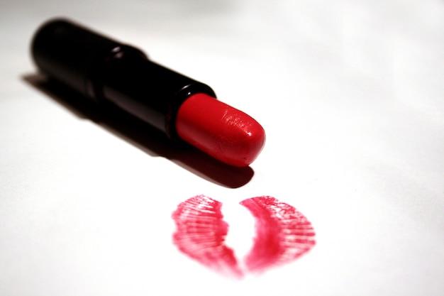 Baiser et rouge à lèvres