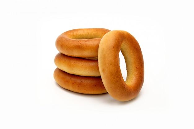 Baking bagel ou bagel ring on white