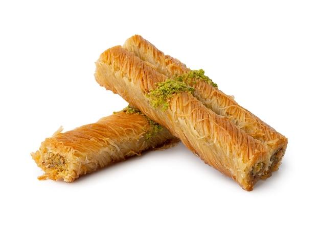 Baklava pâtisserie sucrée turque isolé sur fond blanc