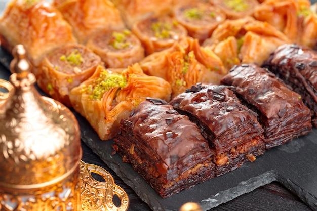 Baklava traditionnel sur table en bois
